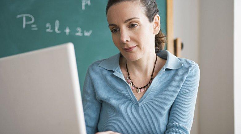 Профсоюз образования добивается защиты учителей от претензий к постам в соцсетях