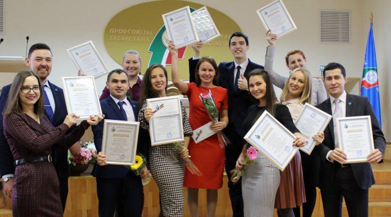 Молодые педагоги получили профсоюзные стипендии
